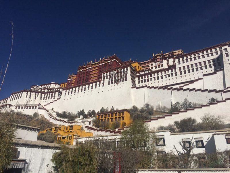 Lhassa, au pays des moines bouddhistes